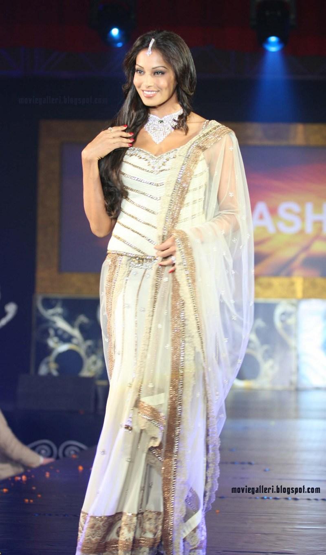 bipasha basu hot pics in white dress, photo gallery, stills